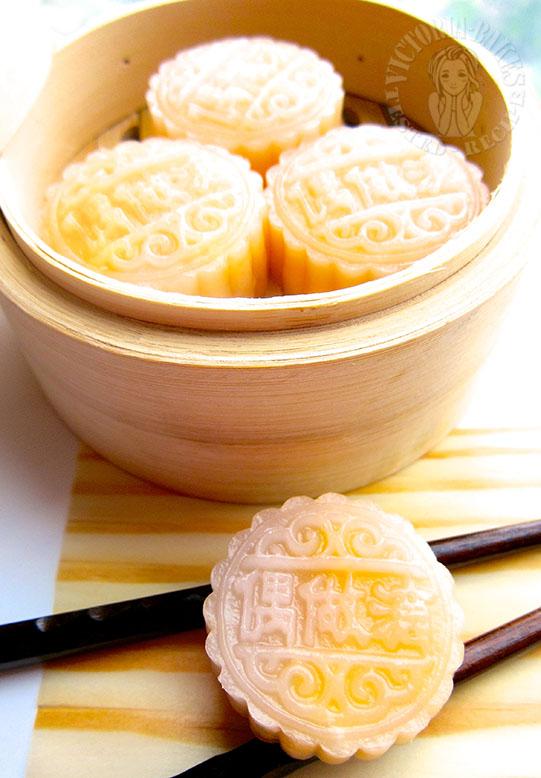 steamed crystal custard bun 水晶奶黄包 (∩╹∀╹∩)*❤