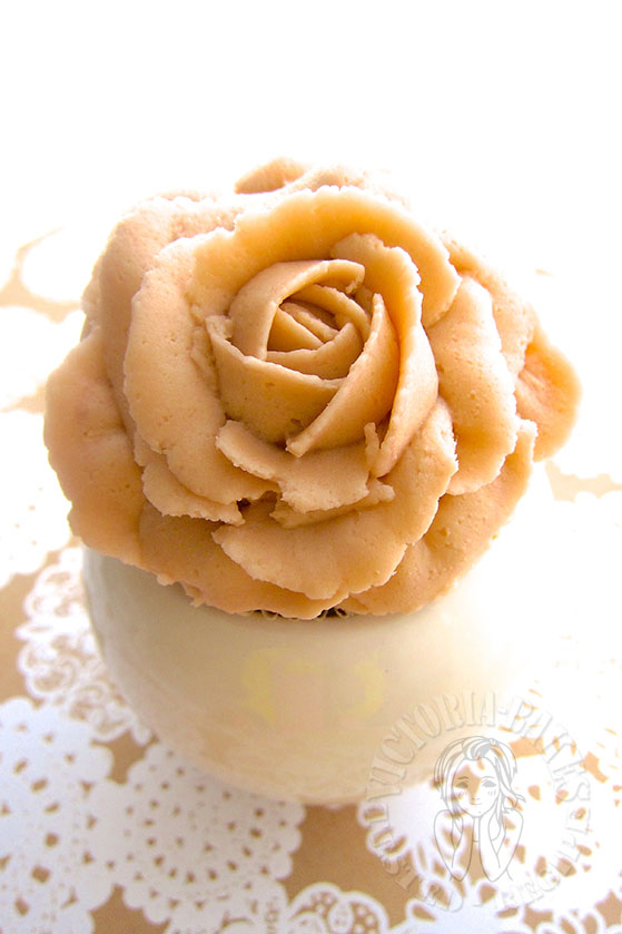 vintage rose lemon cupcake