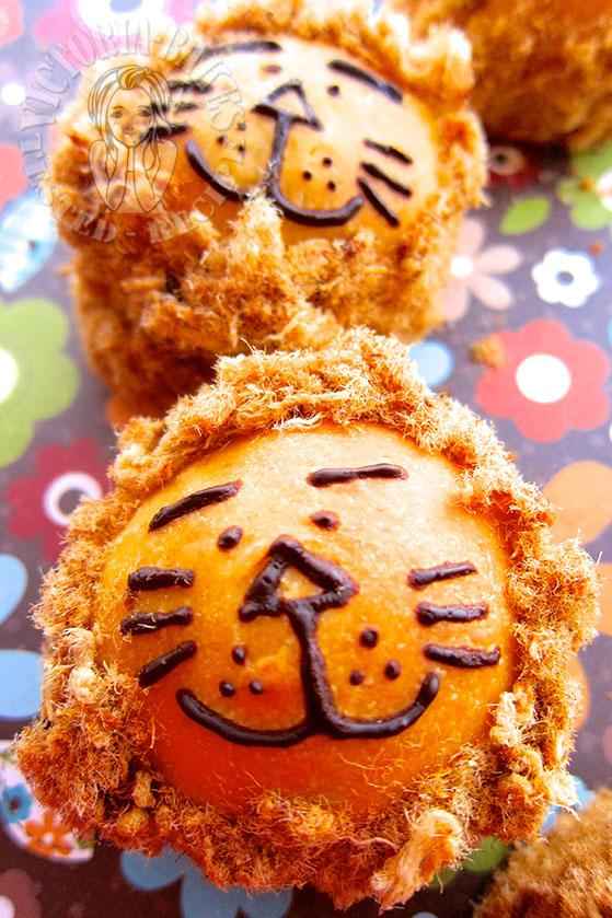 pork floss bun lion bread