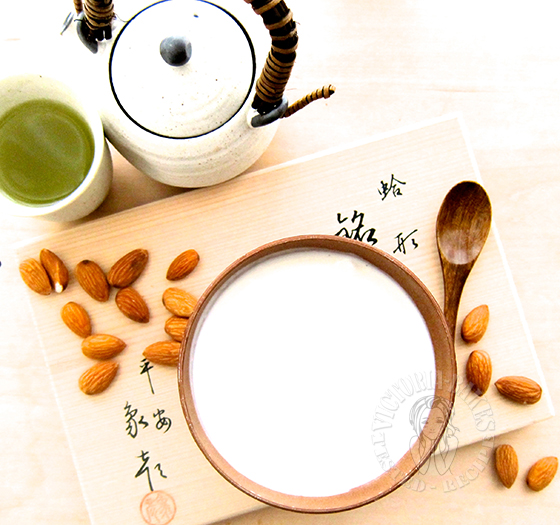 smooth as silk almond paste dessert 滑不留口的蛋白杏仁糊