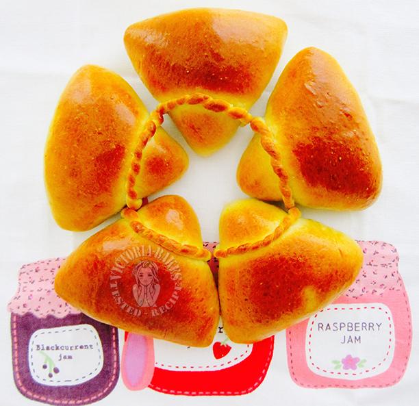 pandan ondeh-ondeh buns 班兰椰丝餐包