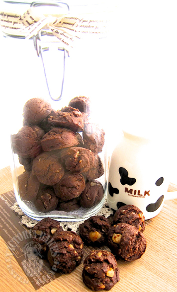 famous amos double chocolate chip cookie ~ highly recommended ヾ(。◕ฺ∀◕ฺ)ノfamous amos 双巧核桃曲奇~强推