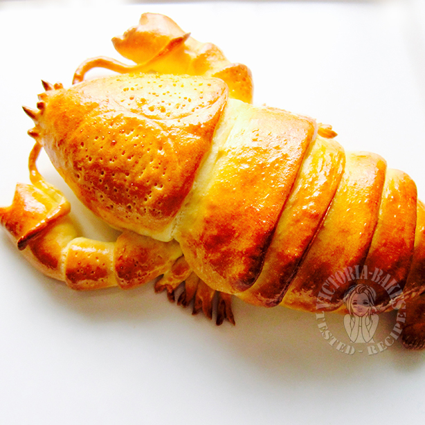 dinner tonight~ lobster….. bread…. 晚餐吃龙虾。。面包