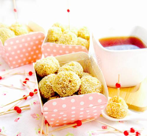 mini pandan muah chee (sticky glutinous snack) 迷你班兰麻滋
