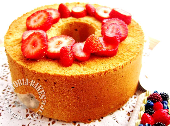 Hello World! and a mini strawberry chiffon cake…