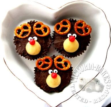 seventh splash of Christmas goodies ~ chocolate buttermilk pound cake with oreo cookies