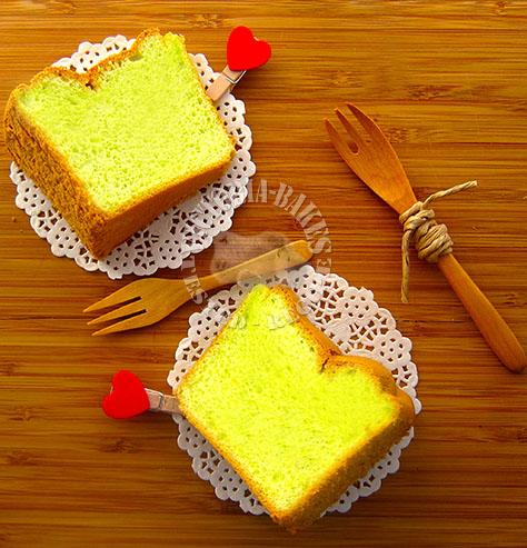 pandan chiffon cake ~ no pandan leaves?  (。・//ε//・。)