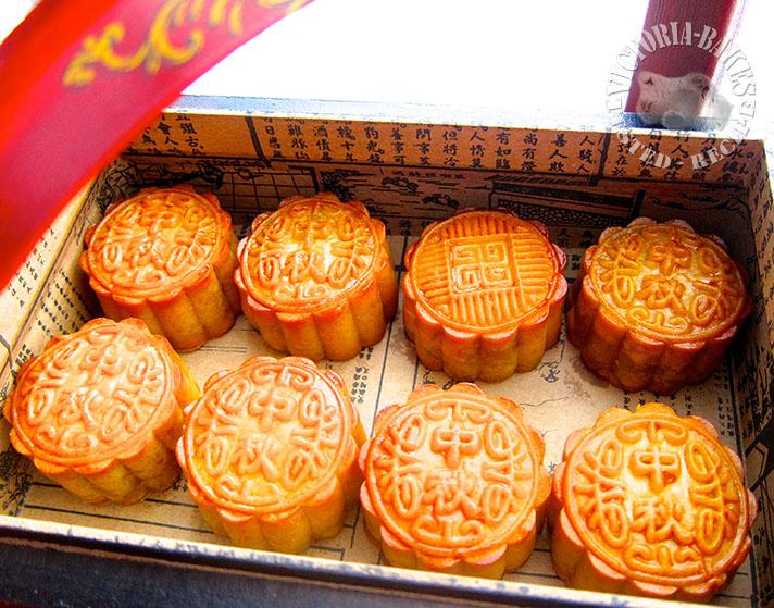 traditional mooncakes 广式莲蓉月饼