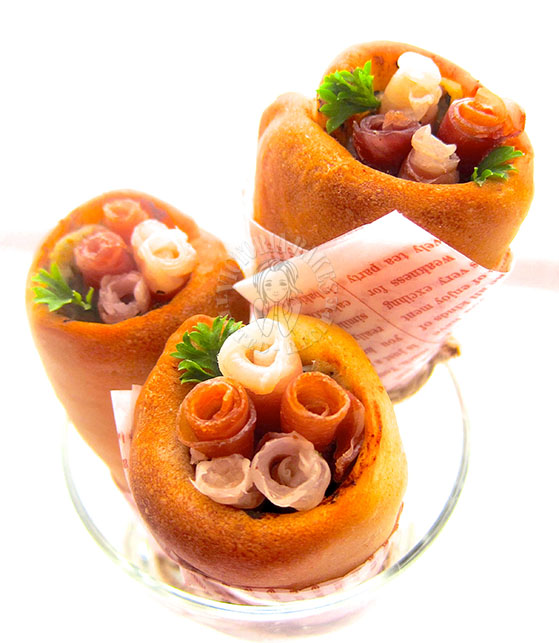 my bouquet of pizza cones ~ Aspiring Bakers #35 ( ´・ω・`)_且~