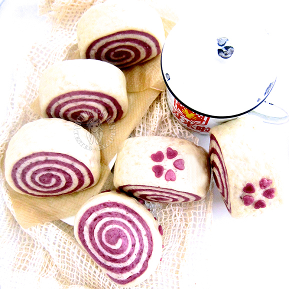 purple sweet potato swirl mantou (steam bun) 紫薯双色馒头