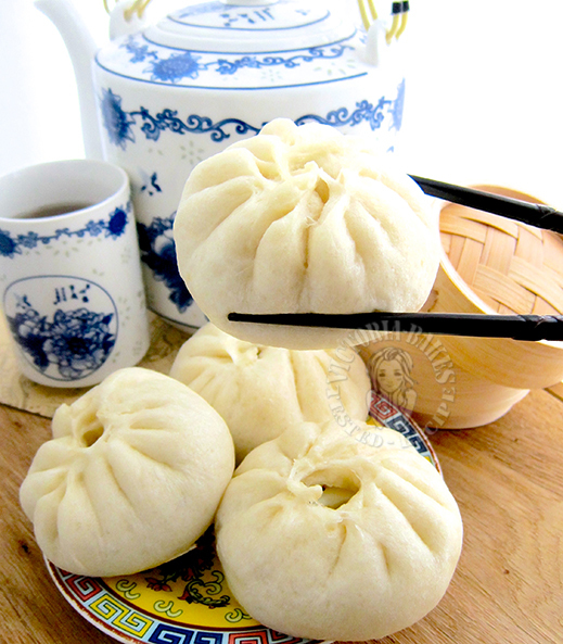 chicken & onion bao (steamed bun) 洋葱鸡肉包