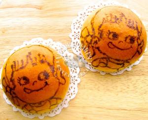 hand-painted peko custard sweet buns 牛奶妹奶黄小餐包  ('∀'●)♡